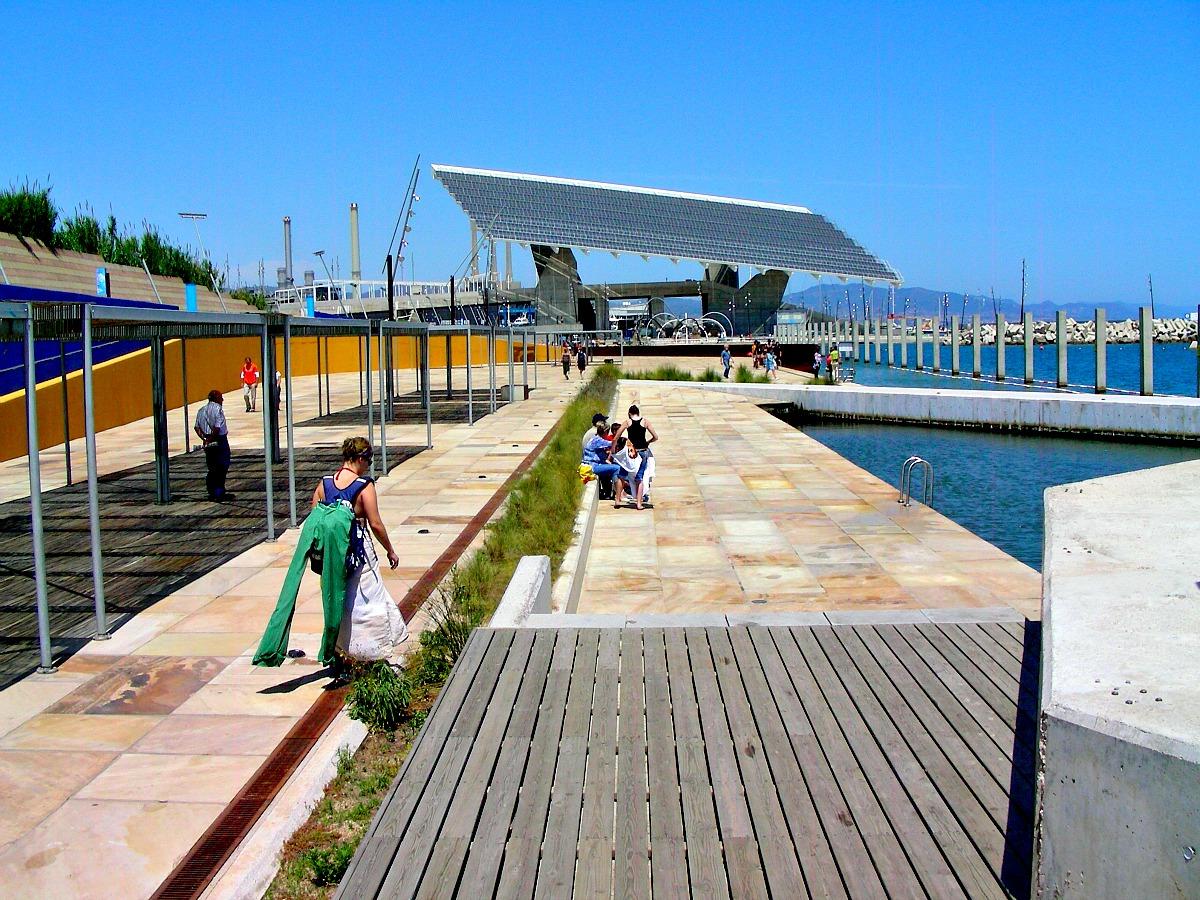 Baño En Ducha Asistido:Conoces la Zona de Baños del Fórum en Barcelona?