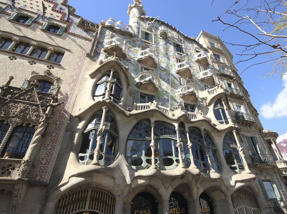 Exterior: Casa Batlló: Gaudí Facade, Roof And Interior