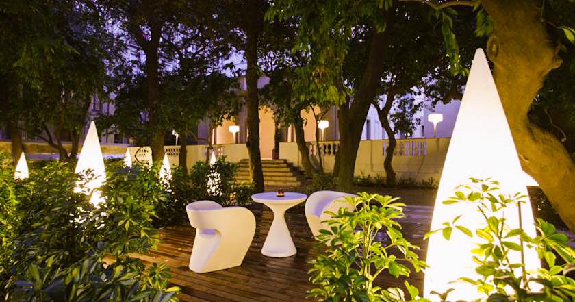 Resultado de imagen de hotel petit palace open garden barcelona