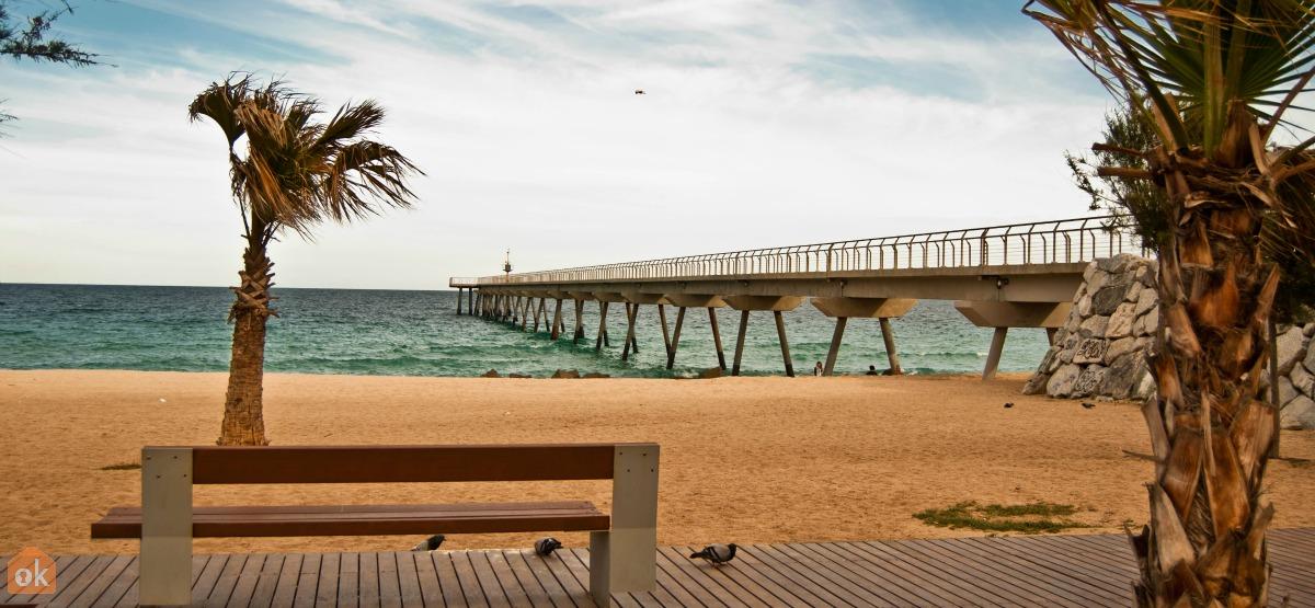 D couvre les plages de badalona c t de barcelone for Piscine b24