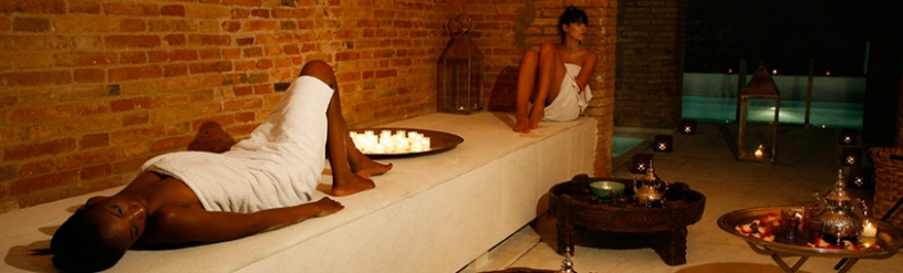 Women relaxing in Aire de Barcelona Spa