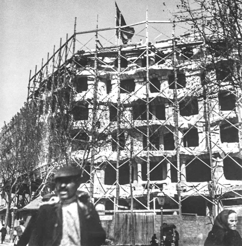 The construction of Casa MIlà