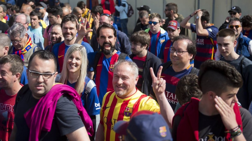 Barcelona fans going to Camp Nou