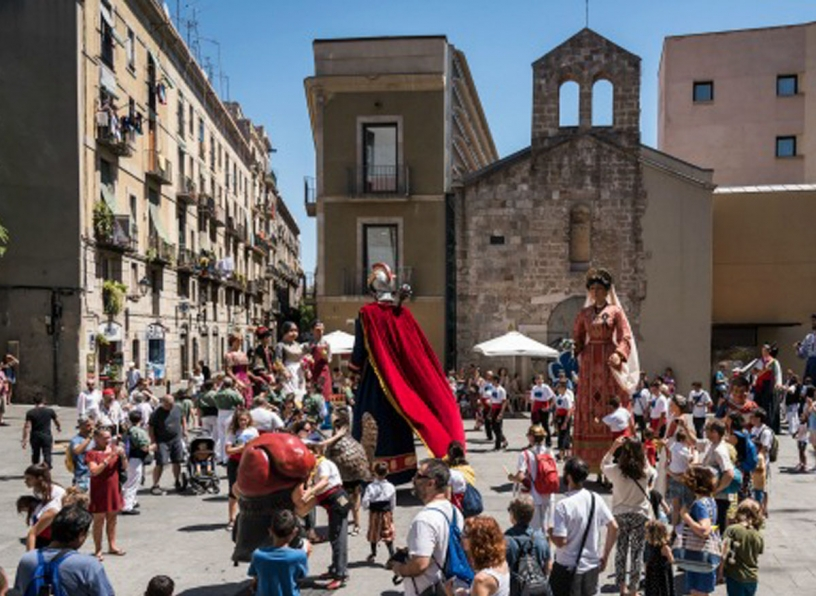 Locals and curious for the Raval festivities