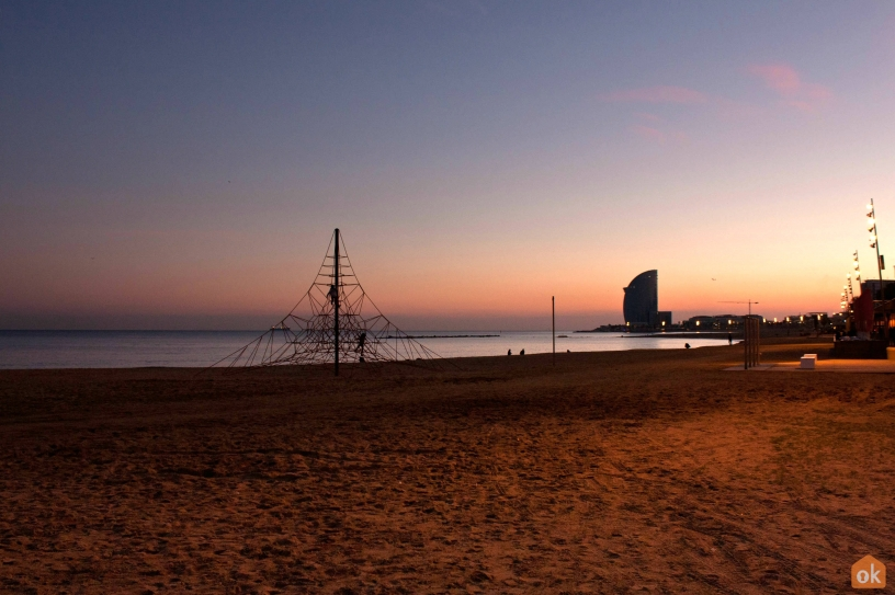 Stranden Barceloneta by night