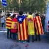 Banderas esteladas y rojigualdas en Barcelona