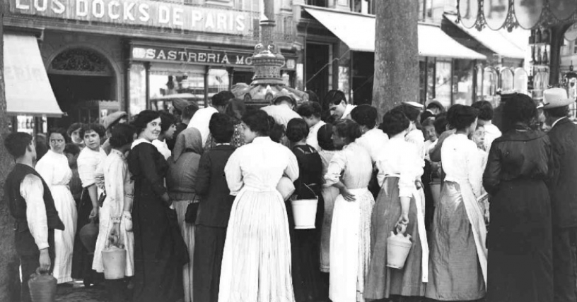 Women gathering at the Font de Canaletes in Barcelona