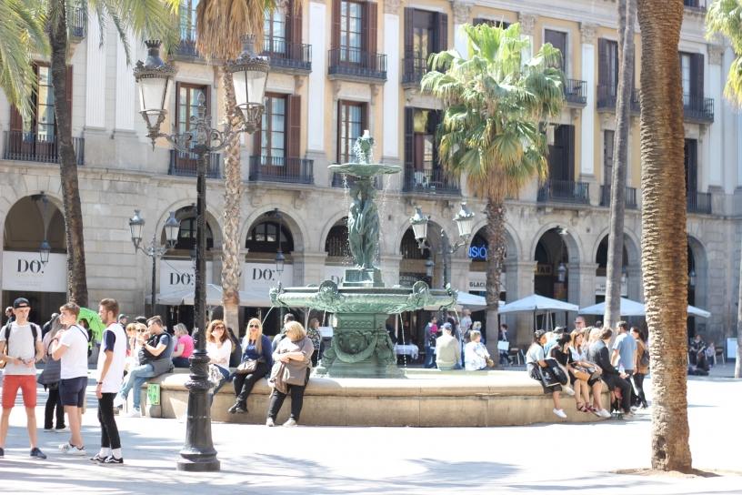 Fontana di Plaza Reial Barcellona