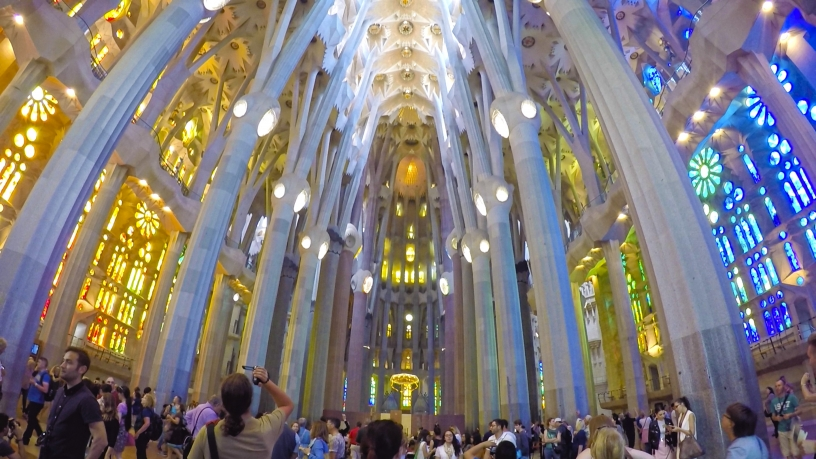 Sagrada Familia wewnątrz Barcelona