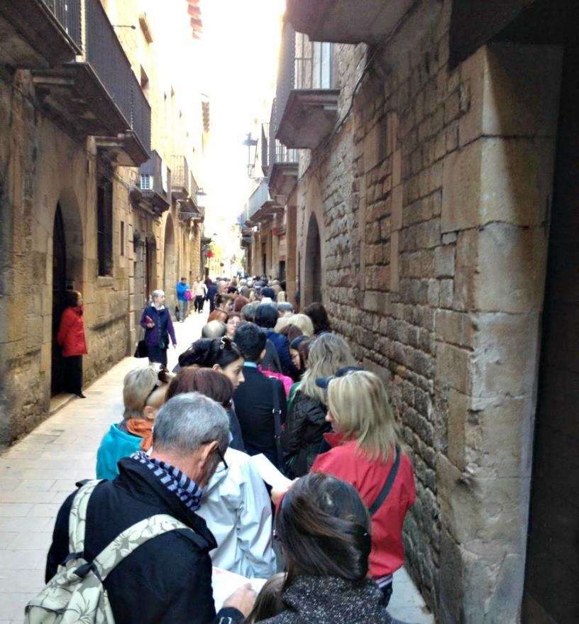Utanför Picasso museet i Barcelona