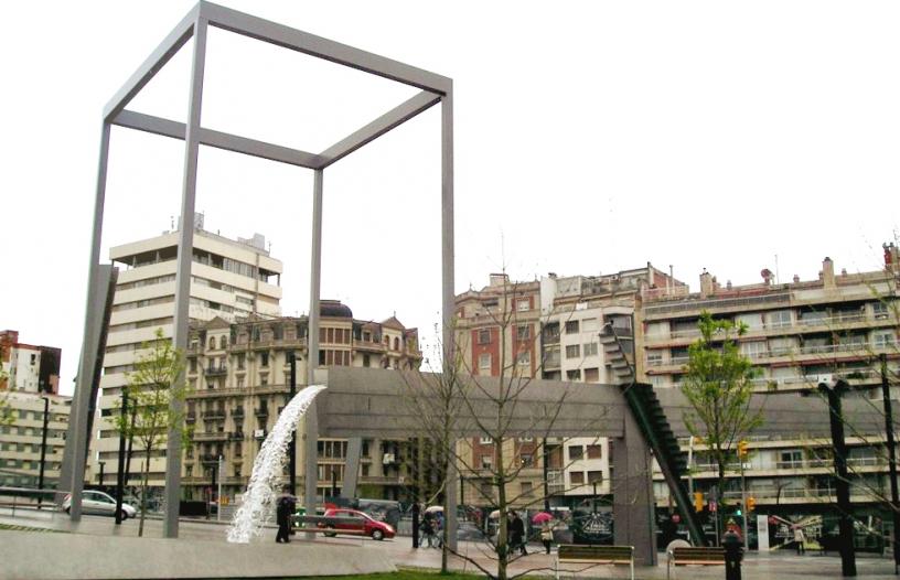 Plaça de Lesseps Fountain Canal