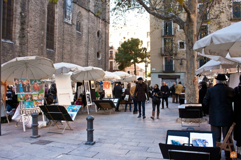Artists in Plaza de Sant Josep Oriol Barcellona