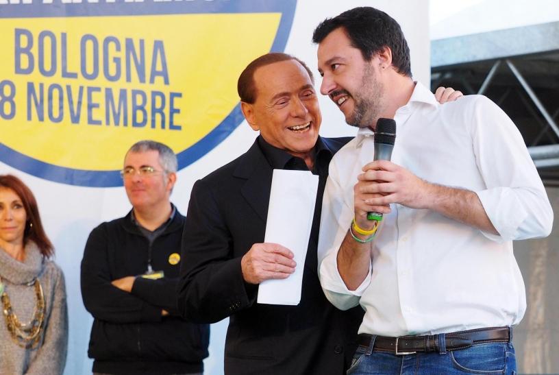 Accolade entre Berlusconi et Salvini