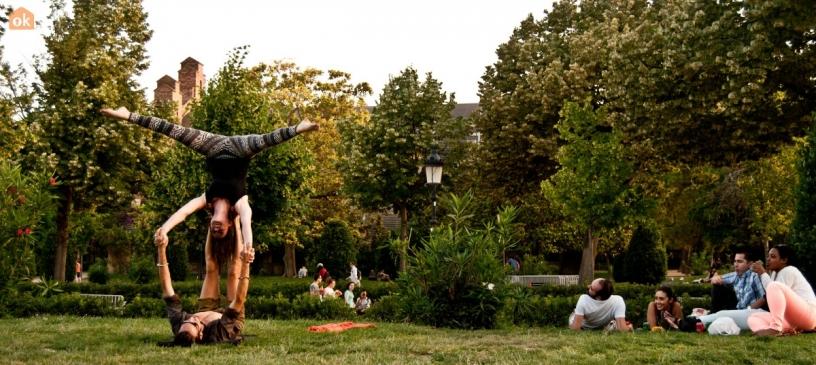 Acrobats in Ciutadella Park