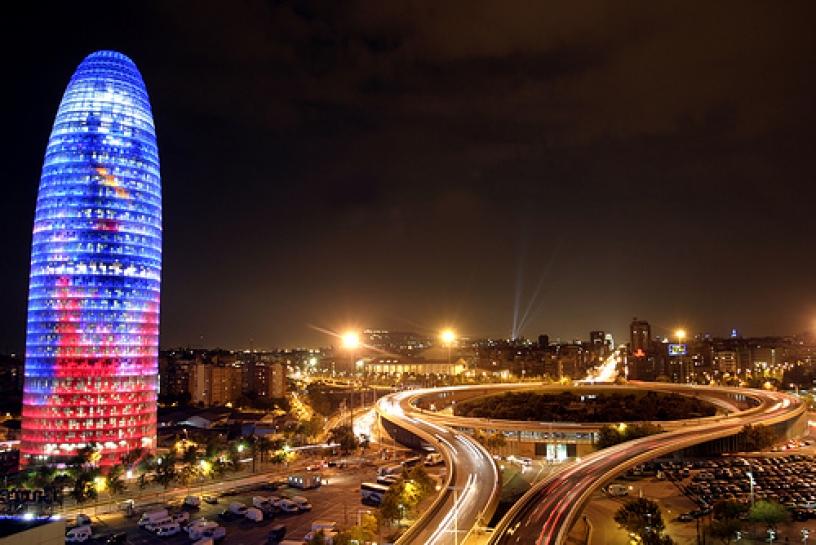 Освещенная Башня Агбар в полночь