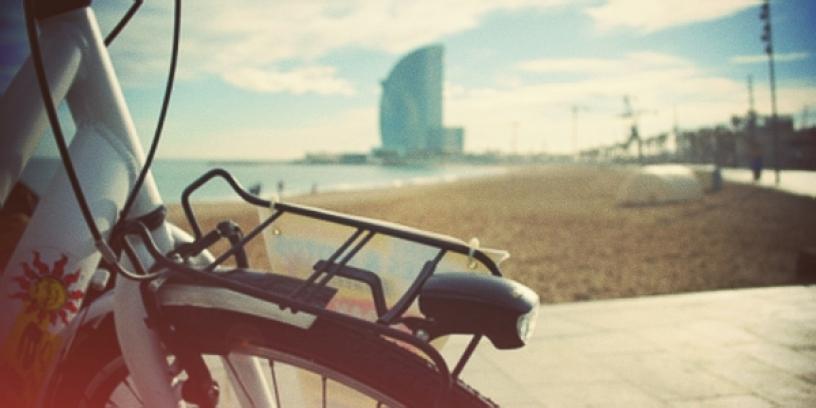 bicicletta barcellona passeggiata tramonto