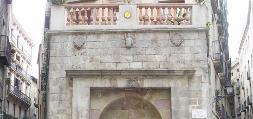 Balustrade added to Fountain San Justo