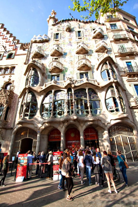 Kö utanför Casa Batlló Barcelona