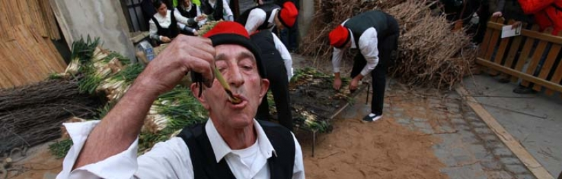 Catalan person eating calçots