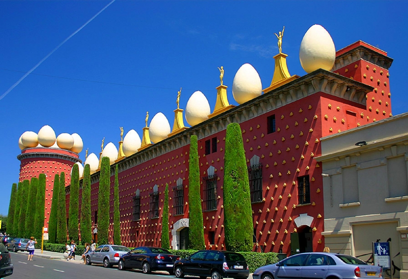 Visit the Dali museum in Figueres from Barcelona