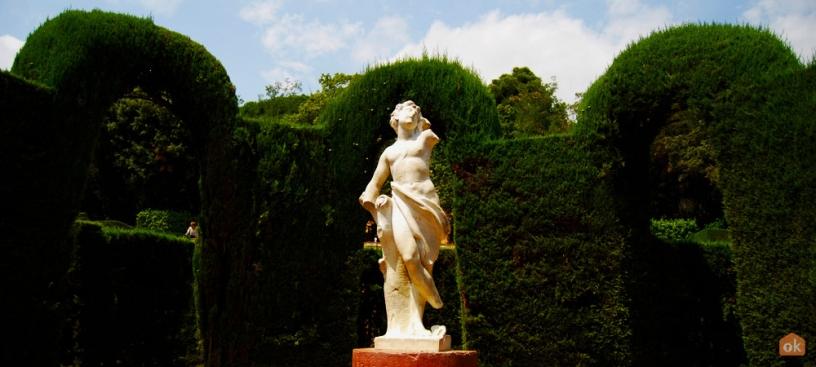 Statue af Eros i labyrinten i Horta