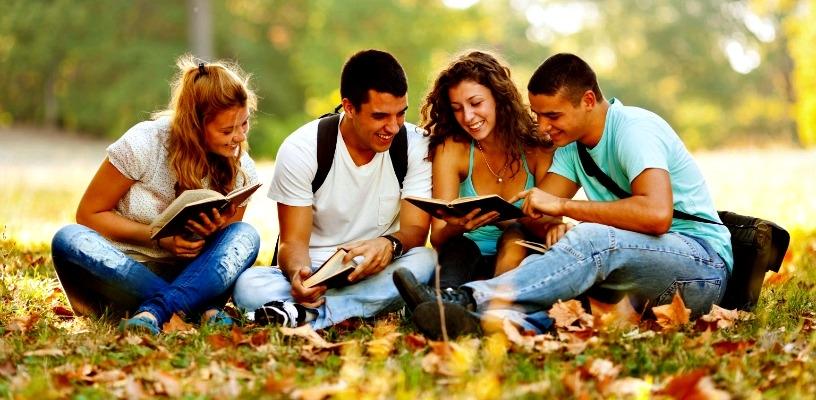Studenten im Park barcelona