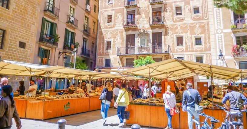 Ярмарка ремесла в Барселоне, площадь 'Пи'