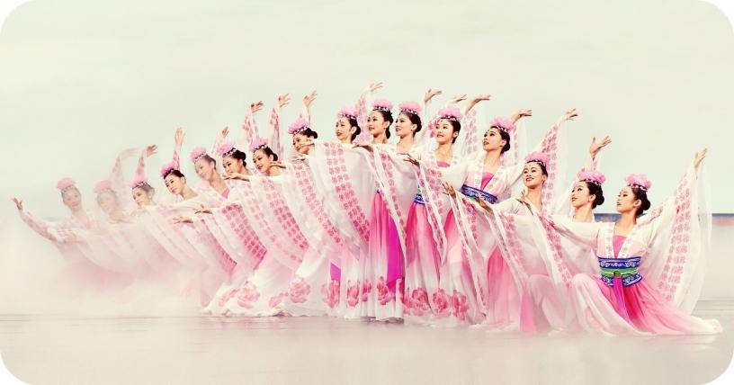 Танцоры Shen Yun