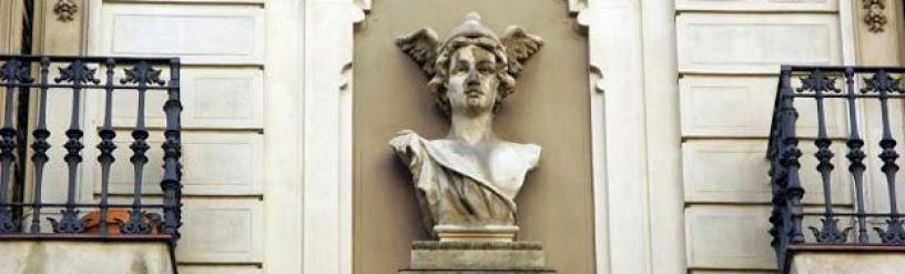 Escultura casco alado de Hermes