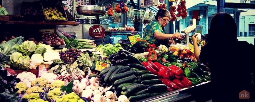 Grönsaker på marknad Santa Caterina