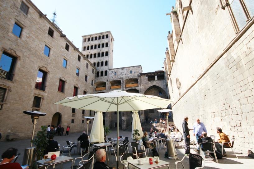 Терраса в баре на площади дель Рей