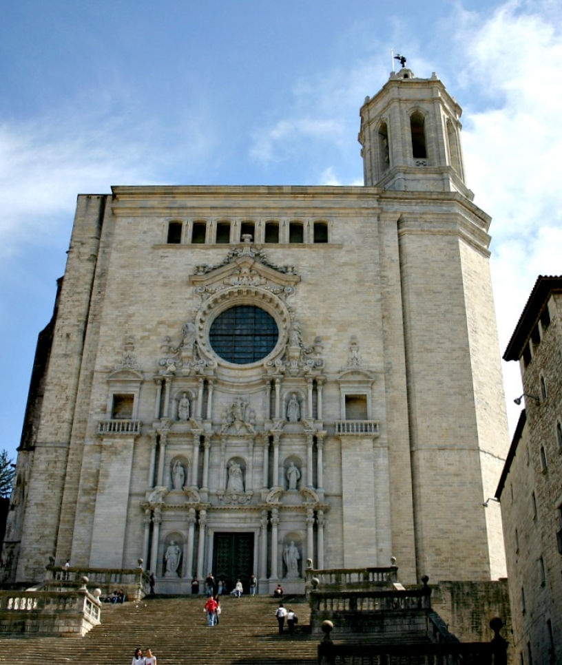 Visit Girona from Barcelona without a car