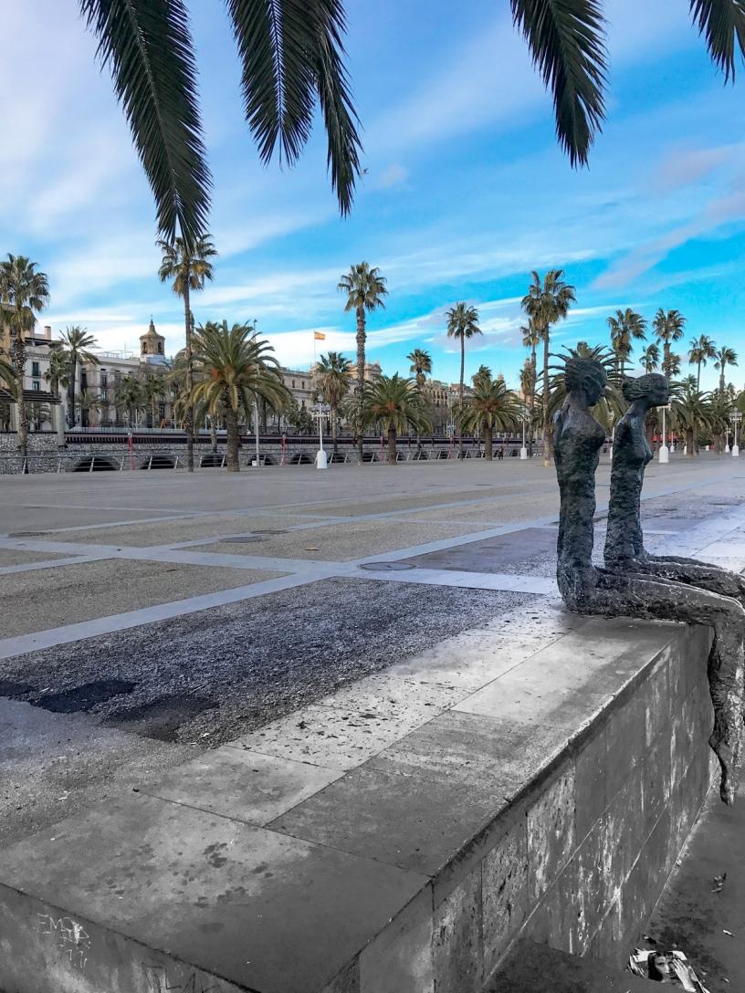 statues port vell