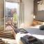 Двоспальним ліжком і балконом