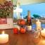 Küche, Essbereich und Zugang zum Balkon bei Sonnenuntergang