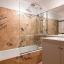 Ванна кімната з ванною