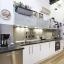 Moderni itsenäinen keittiö
