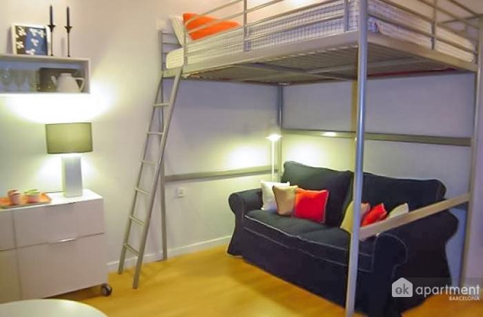 Спальна зона в студії