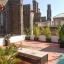Terraço ensolarado ao lado da atração de Barcelona