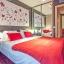 Moderno dormitorio con armario empotrado