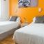 Chambre à deux lits modernes
