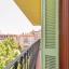 Lungă şi îngustă balcon