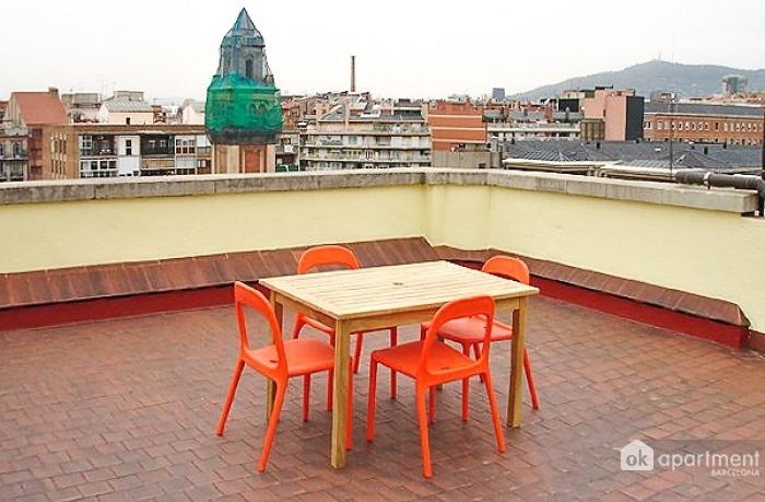 Prostorná terasa s tabulkou