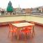 Terraço espaçoso com mesa