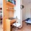 Soveværelse med dobbeltseng med læse pult