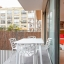 Mysig balkong med sovrum ingång