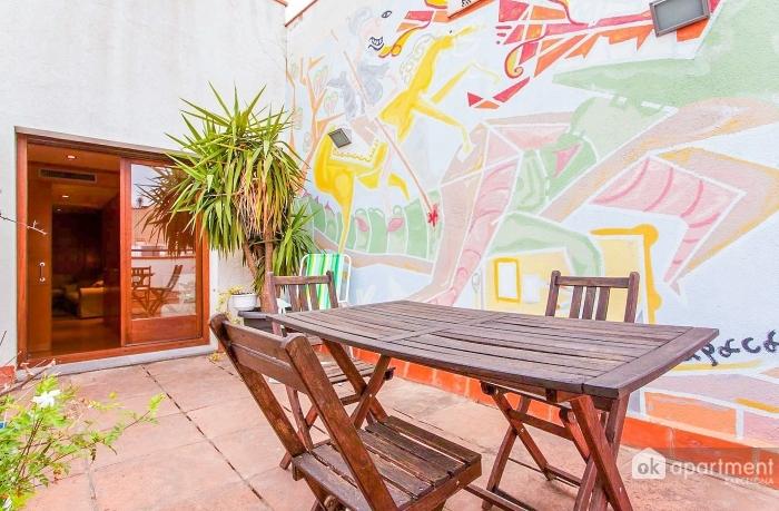 Saját terasz tartozik, eredeti freskó, Barcelona