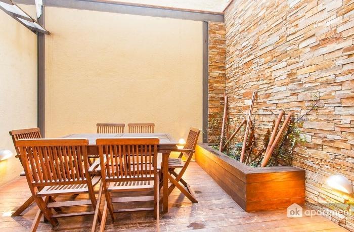 Terrazza con piano di calpestio in legno