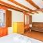 Camera da letto climatizzata con divano
