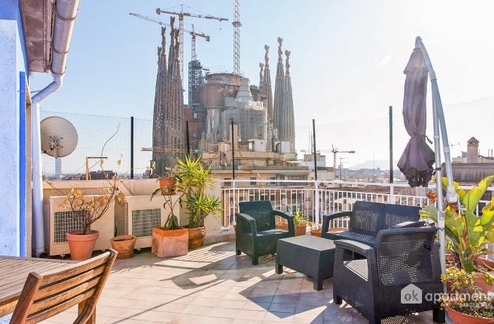 Terassi näköalalla Sagrada Familia